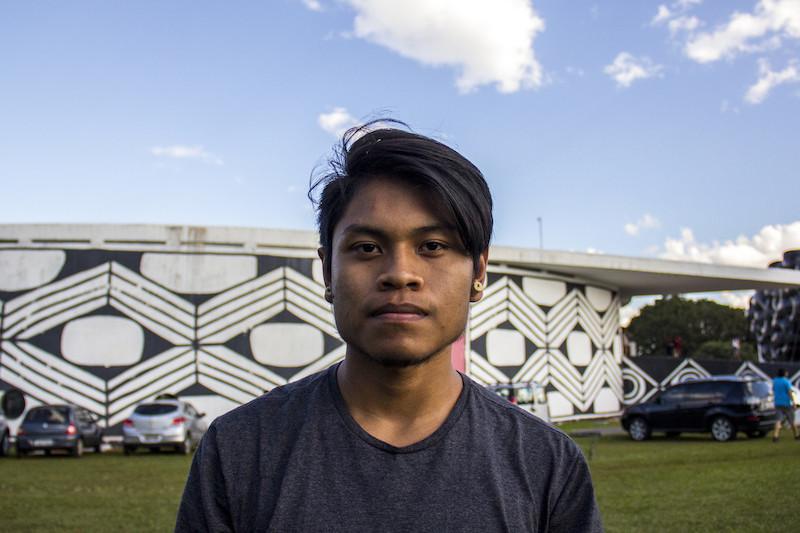 Tseremeywa, youtuber xavante da aldeia Três Marias, da Terra Indígena Parabubure (MT), durante o Acampamento Terra Livre de 2018, em Brasília (DF). Foto: Isadora Favero/ISA, 2018.
