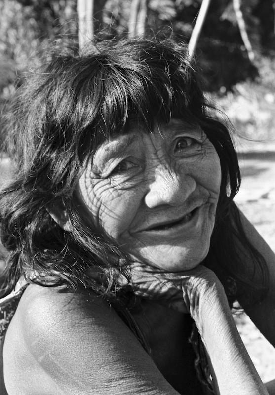 Foto: Tuakire, irmã de Tutawa. Aldeia Canoanã, Ilha do Bananal. Lena Tosta, 1997.