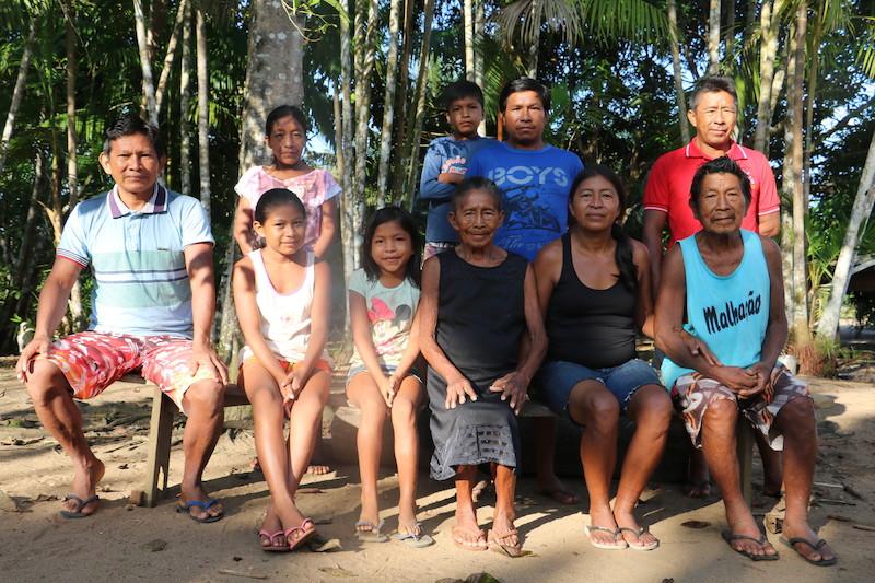Família arapaso Teles, em Loiro, comunidade próxima ao Rio Uaupés, AM. Foto: Maria Bonome Pederneiras, 2019.