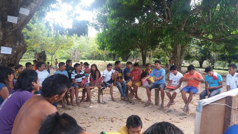 Reunião de formação da organizações indígenas Arari e Kakỹ. Aldeia Awá, TI Caru, 2016.