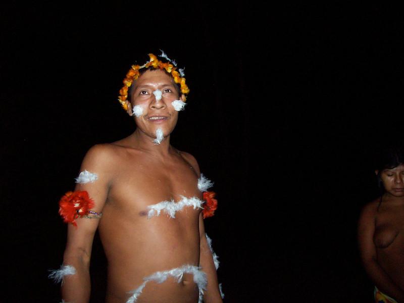 "Piraima'a se preparando para o ritual de ""subida para o céu"". Aldeia Juriti, TI Awa, 2009. Foto: Uirá Garcia"