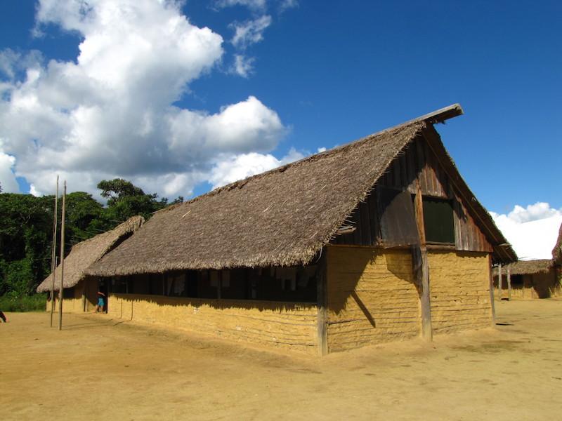 Casa no estilo ''famaakadi''. Comunidade Kudatannha. TI Yanomami, Roraima. Majoí Gongora, 2013.