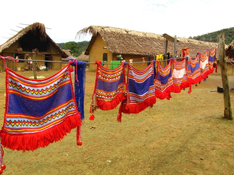 Tangas de miganças (''muwaaju'') e sua diversidade de padrões gráficos. Kudatannha. TI Yanomami, Roraima. Majoí Gongora, 2013.