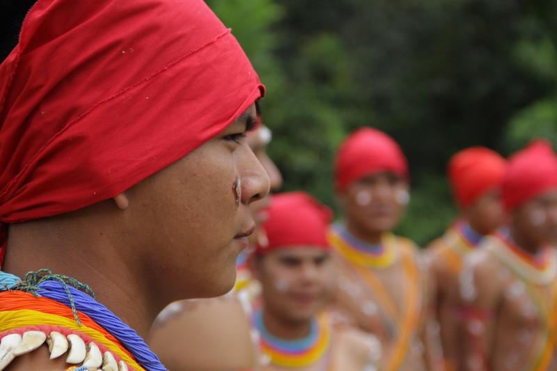 Jovens adornados para a festa. Fuduuwaadunnha, TI Yanomami. José Cury/ Museu do Índio-FUNAI / Povo Ye'kwana, 2018.