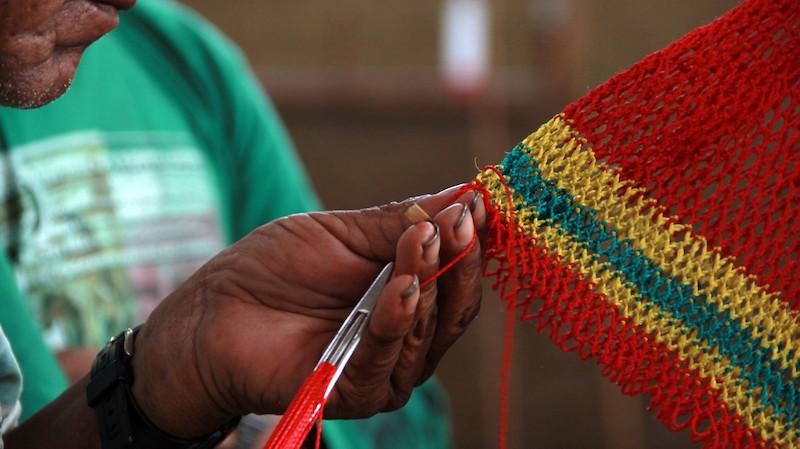 Puçá (''faaji'') sendo tecido. Fuduuwaadunnha. TI Yanomami, Roraima. José Cury, 2017.